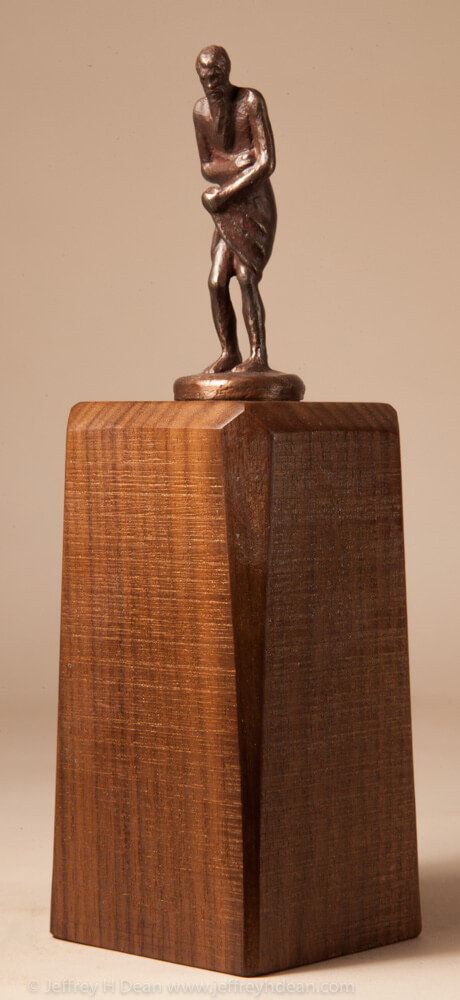 Bronze sculpture of a man wrapped in his towel after a hot sauna.
